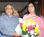 Sumalatha Ambareesh meets BJP's S M Krishna