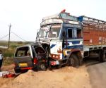 2 kids among 9 killed in a truck-car collision in Gujarat (Ld)