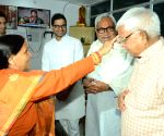 Nitish celebrates Chhath with Lalu and Rabri