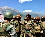 Head of Northern Command reviews security in Kashmir