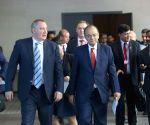 Novosibirsk (Russia):  Jaitley meets Russian Deputy PM