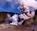 NZ volcano: New volcanic activity hampers recovery efforts