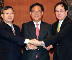 Korea, China, Japan hold joint FTA talks