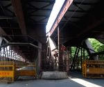Old Arin bridge closed for people during weekdays lockdown in New Delhi