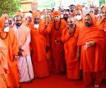 Over 200 Lingayat seers rally behind Yediyurappa
