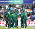 Pakistan face unbeaten New Zealand in must-win clash