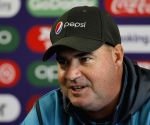 Manchester (England): Mickey Arthur's press conference