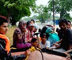 5 dead in Maharashtra rains, IAF, NDRF rescue villagers
