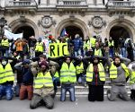 59 detained ahead of 'yellow vest' Paris protests