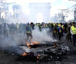 Tear gas used against Paris' 'yellow vest' protesters