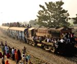 Kartik Poornima - over crowded train