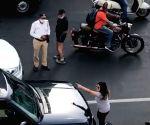Free Photo: 'Pati, Patni aur Woh' spat spills on to Mumbai road