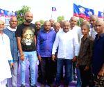 Hardik Patel tonsures his head to protest against Gujarat Government