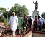 Nitish Kumar pays homage Jawaharlal Nehru