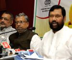 Ramvilas Paswan, Giriraj Singh address press in Patna