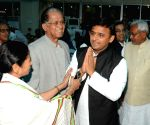 Nitish Kumar's swearing-in ceremony - Mamata Banerjee, Akhilesh Yadav and Tarun Gogoi