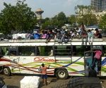 People are returning home by bus in different districts in large numbers due to lockdown started from tomorrow in Kolkata