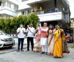 Kolkata: People express gratitude to COVID-19 warriors