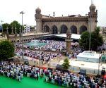 Mecca Masjid - Namaz