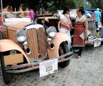 Bassi flags-off a vintage car