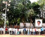 People pay tribute to Bal Thackeray