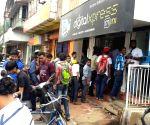Datagiri - People queue-up to buy Reliance Jio SIM