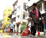 Rain lashes Kolkata