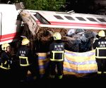 22 dead as train derails in Taiwan (Lead)