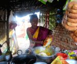 Free Photo: Jharkhand: 'Phulo Jhano Aashirwad Abhiyan' showing new path to women selling handi
