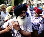 Sikh groups clash inside Golden Temple complex