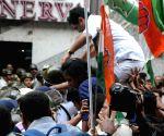 Police thwarts Congress' demonstration