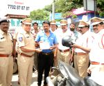 Policemen give a helmets, instead of challans
