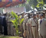 Policemen pay tribute to the victims of  26/11 attacks