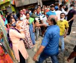 Kolkata : Political clash during the 6th phase of West Bengal's State Assembly elections at Barrackpore constituency in North 24 Parganas on April 22, 2021