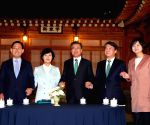 Moon meets with leaders of political parties