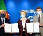 Free Photo: EU officials sign Digital Covid Certificate