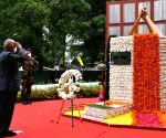 President pays homage to Kargil fallen heroes