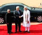 Pranab Mukherjee, Narendra Modi at the ceremonial reception of Mahmoud Abbas