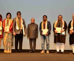 President Mukherjee felicitate the artists of 'Pink