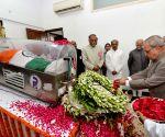 President pays tribute to Kalam at 10 Rajaji Marg