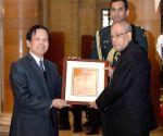Prof. Yu Long Yu receives ICCR Indologist Award-2016