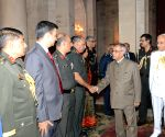 President meets members of 53rd NDC Course and Faculty of National Defence College at Rashtrapati Bhawan