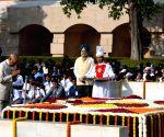 President Kovind pays tributes to Mahatma Gandhi