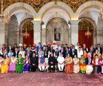 President Kovind with awardee teachers
