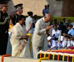 President Kovind pays tribute to Mahatma Gandhi at Rajghat