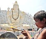 Prez, PM Modi extend greetings on Maha Shivratri
