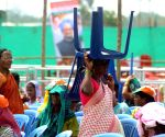 Manmohan Singh addressing a public rally at Kumblagodu