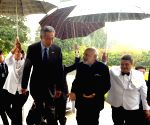 Singapore PM welcomes Modi in Istana