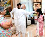 PM Modi meets Arun Jaitley's family