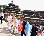 : (160417) Bhubaneswar: Modi visits Lingaraj Temple